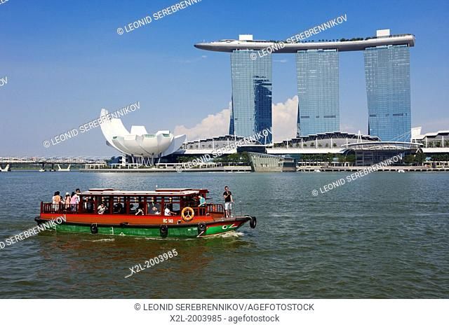 Tour boat with Marina Bay Sands Hotel at the background, Singapore