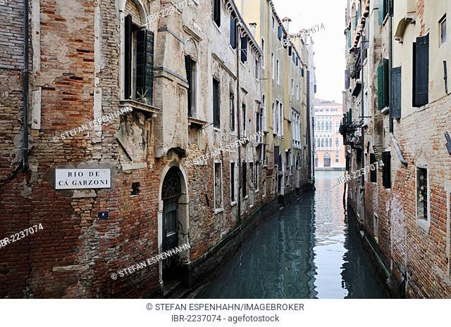 Houses on the canal Rio Ca' Garzoni, Venice, Venezia, Veneto, Italy, Europe