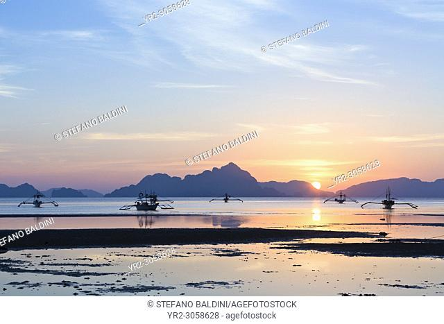 Sunset view from Corong Corong beach near El Nido, Bacuit archipelago, Palawan island, Philippines
