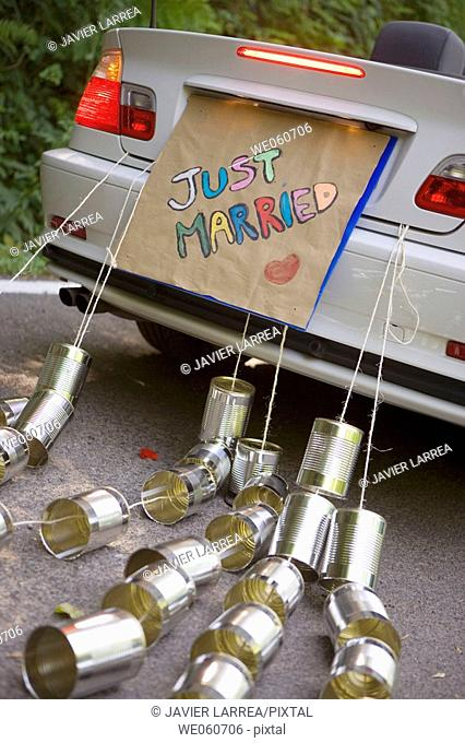 Just Married. Convertible car with tin cans. Gipuzkoa, Euskadi