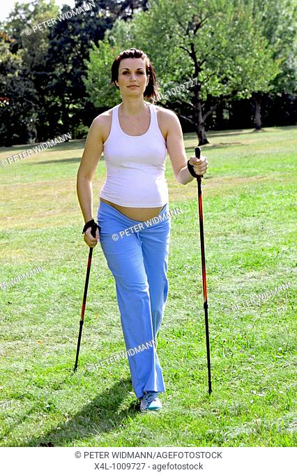 a pregnant woman during Nordic Walking