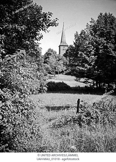 Blick auf die Kirche in Juditten, einem Stadtteil von Königsberg, Ostpreußen, 1930er Jahre. View to the church of Juditten, a district of Koenigsberg
