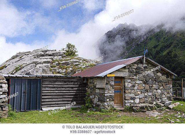 Ansabere cabins, Aquitaine region, department of Pyrénées-Atlantiques, France