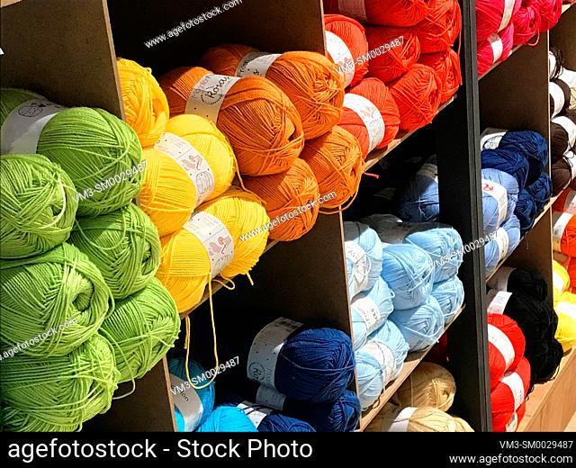 Multicolor balls of yarn