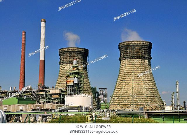 vent stacks and burner of an oil refinery, Germany, North Rhine-Westphalia, Godorf bei Wesseling
