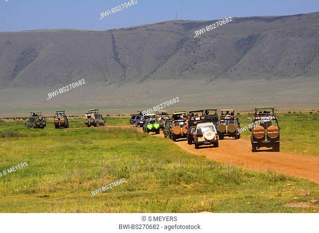 touristwheelers underway in a nationalpark, Tanzania, Ngorongoro Crater