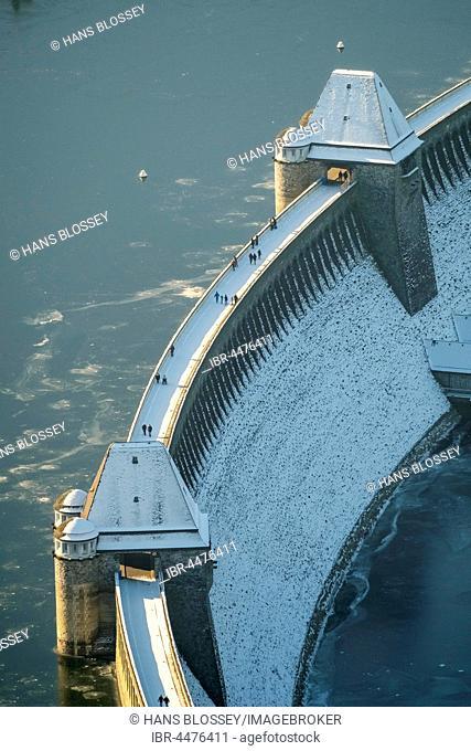 Snowy dam Möhnesee, low water at Möhnesee, Sauerland, North Rhine-Westphalia, Germany