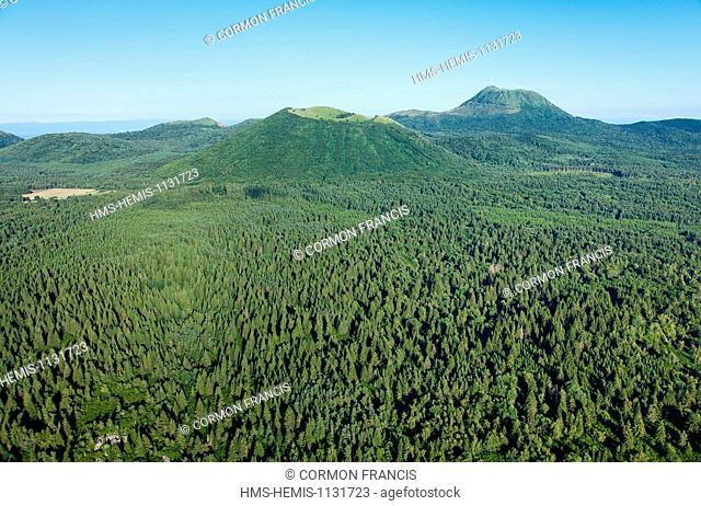 France, Puy de Dome, Parc Naturel Regional des Volcans d'Auvergne (Natural regional park of Volcan d'Auvergne), Chaine des Puys, Saint Ours les Roches