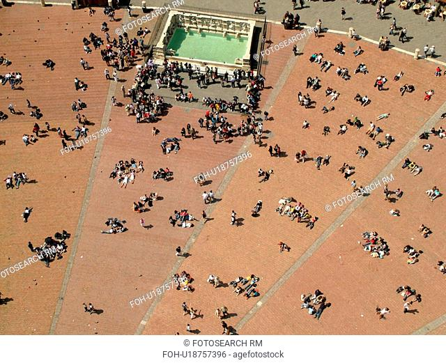 Italy, Siena, Tuscany, Toscana, Europe, Aerial view of the Piazza del Campo and the Fonte Gaia (Gay Fountain) in the city of Siena from Torre del Mangia