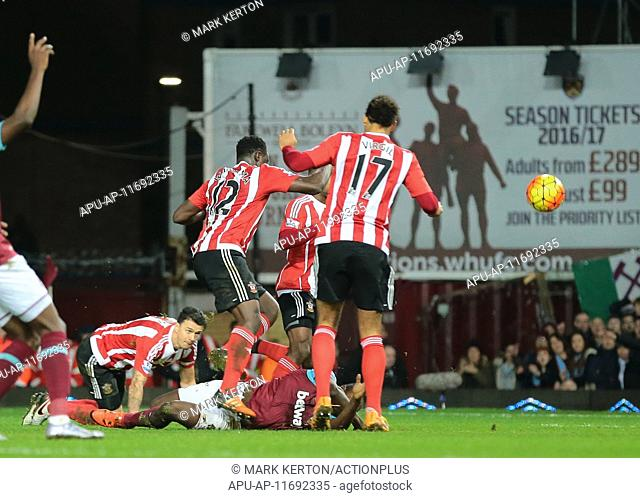 2015 Barclays Premier League West Ham v Southampton Dec 28th. 28.12.2015. The Boleyn Ground, London, England. Barclays Premier League