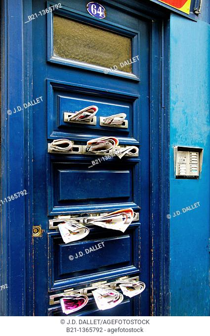 France, Aquitaine, Gironde, door overloaded with mail