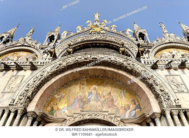 Archivolt above the entrance, Baiilica of Saint Mark, Venice, Venezia, Italy, Europe