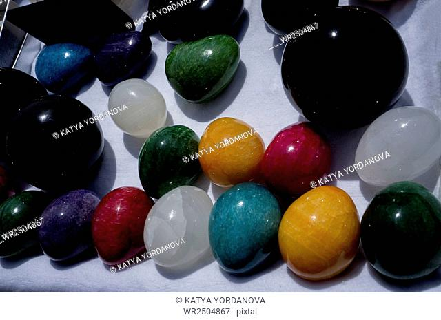 Onyx stone eggs of different colors