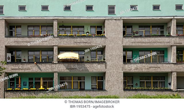 Typical facade with balconies, Grosssiedlung Britz housing estate, also known as Hufeisensiedlung, built between 1925 and 1930 by architect Bruno Taut