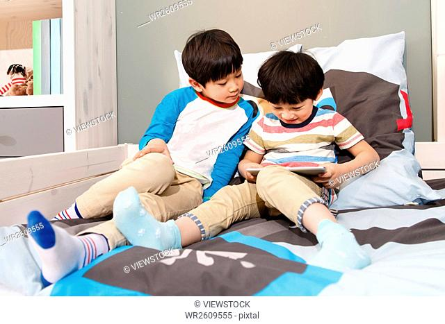 Two boys in the use of tablet PCs