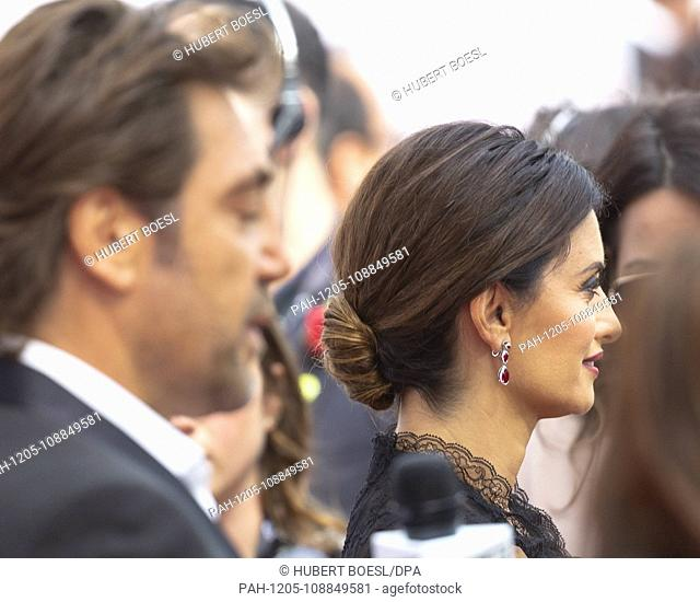 Javier Bardem (l) and Penelope Cruz attend the premiere of 'Everybody Knows' during the 43rd Toronto International Film Festival, tiff