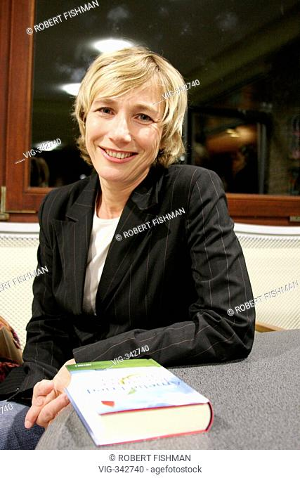 author, writer and TV presentator Amelie Fried reads publicly from her book Rosannas daughter  - Bielefeld, Nordrhein-Westfalen, GERMANY/Germany, 09/11/2005