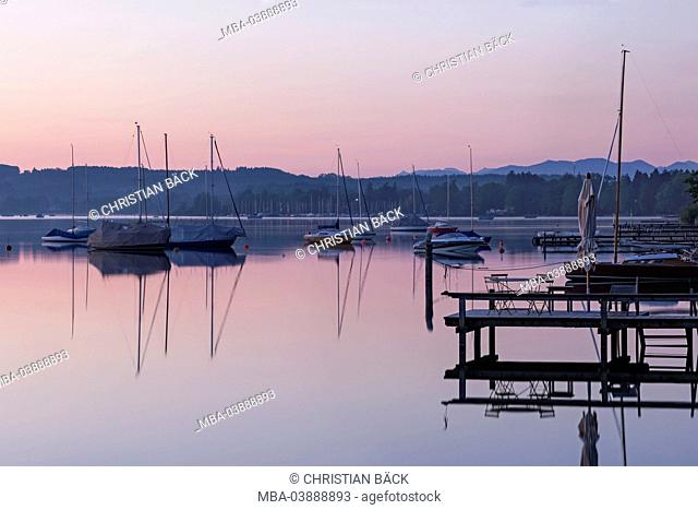 Houses and boats at the Lake Starnberg in the morning, Seeshaupt, Upper Bavaria, Bavarians, Germany