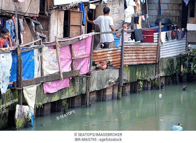 Slum at the Pasig River in Manila, Luzon, Philippines