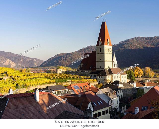 The fortified church Mariae Himmelfahrt in the medieval town of Weissenkirchen in the Wachau. The Wachau is a famous vineyard and listed as Wachau Cultural...
