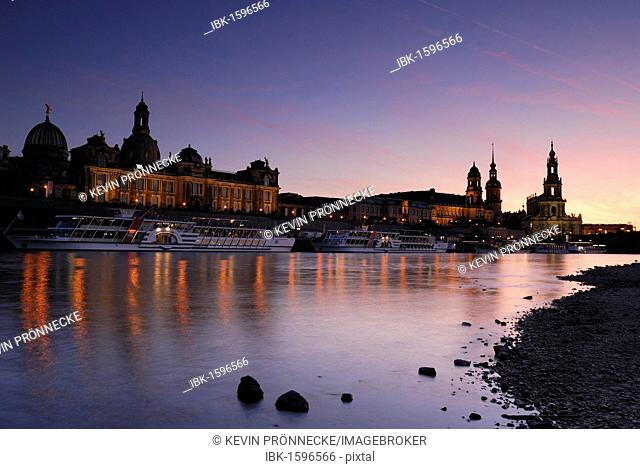 Paddle steamer on the Elbe River at the Terrassenufer promenade in Dresden, Saxony, Germany, Europe