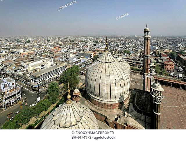 Jama Masjid, India's largest mosque, view from the minaret on the historic centre, New Delhi, Delhi, India