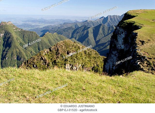 It in the Boundary among States of Rio Grande do Sul and of Santa Catarina, trimmed of the mountain, São José dos Ausentes, Rio Grande do Sul, Brazil