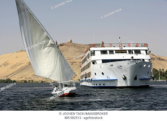 Cruising the Nile on board the Zahra between Aswan and Luxor, Egypt, Africa