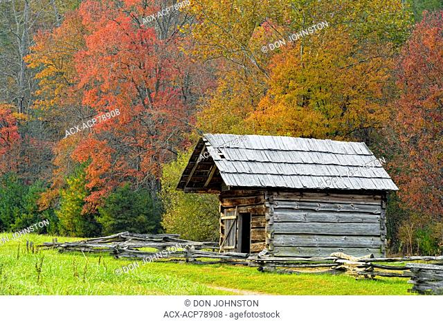 The Dan Lawson Place in Cades Cove in autumn, Great Smoky Mountains NP, Tennessee, USA