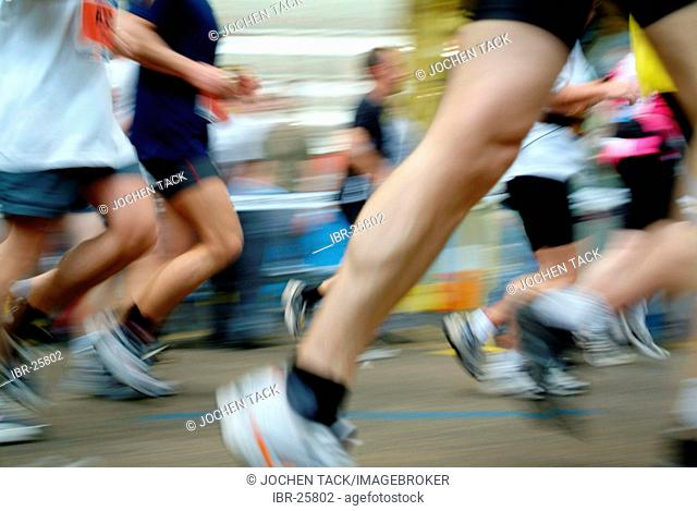 DEU, Federal Republic of Germany, Bochum: Runner at the Ruhrmarathon