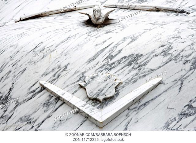Cadillac marble sculpture, Carrara, Tuscany, Italy, Europe, Cadillac Skulptur aus Marmor, Carrara, Toskana, Italien, Europa
