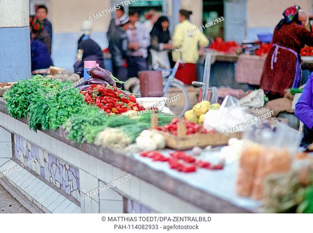 Expenditure on vegetables at the Khiva market, analogous undated image from October 1992. Khiva was for centuries a prey Islamic trading capital and capital of...