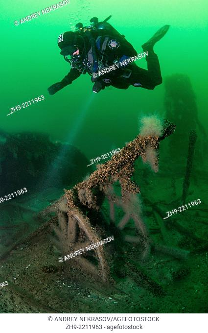 """helm of the ship, Diver at the shipwreck of the Austrian wheel steamship """"""""Durnstein"""""""", Odessa, Black Sea, Ukraine, Eastern Europe, Europe"""