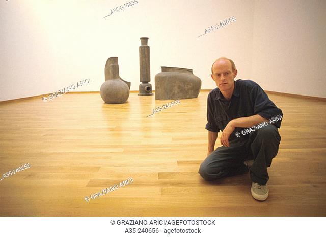 Tony Cragg, British sculptor, 1986