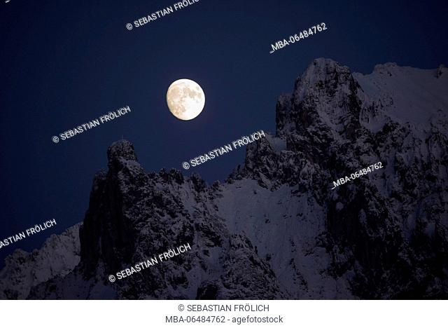 Almost full moon, about the Viererspitze of the wintry western Karwendelgebirge (mountains) over Mittenwald