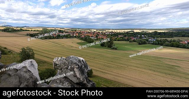 05 July 2020, Saxony-Anhalt, Weddersleben: View from the Teufelsmauer to Weddersleben. The rocks of the Teufelsmauer, which are located between Blankenburg and...