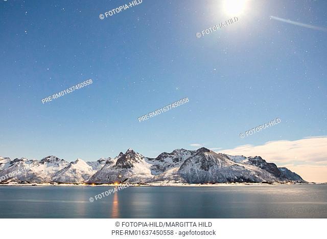 Looking from FV815 on Vestvågøya over Gimsøystraumen and Henningsværstraumen to Henningsvær, Lofoten, Nordland, Norway, March 2017 / Blick von der FV815 auf...