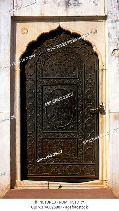 India: Doorway, Moti Masjid (Pearl Mosque), Red Fort, Old Delhi