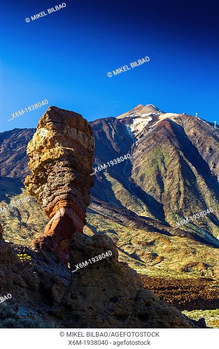 Roque Cinchado and Teide volcano. Teide National Park. La Orotava, Tenerife, Canary Islands, Atlantic Ocean, Spain