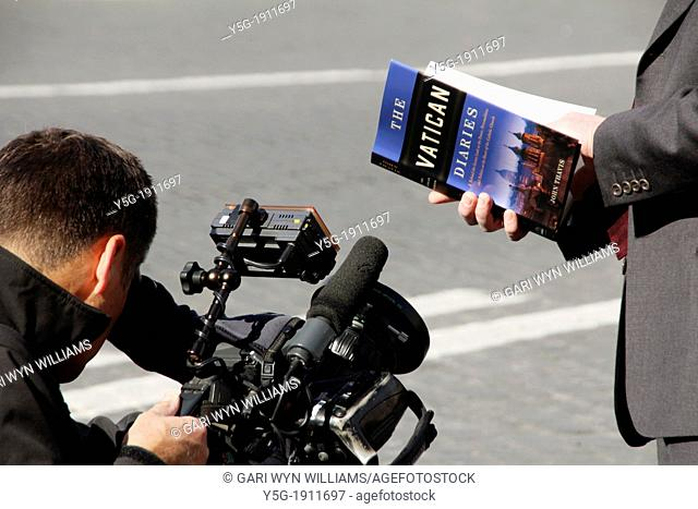 13 Feb 2013 The world's media at the Vatican City, Rome following the resignation announcement by Pope Benedict XVI