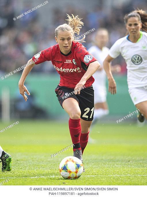 Klara BUEHL (BÌHL) (FR) Action. Wolfsburg (WOB) - SC Freiburg (FR) 1: 0, on 01.05.2019 in Koeln / Germany. | Usage worldwide. - Cologne/Deutschland