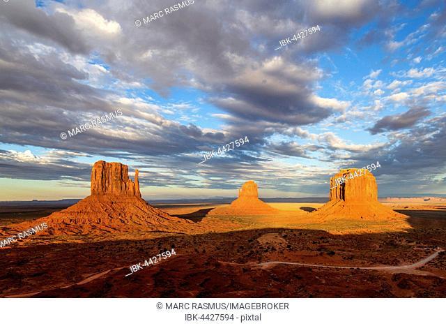 West Mitten Butte, East Mitten Butte, Merrick Butte, Monument Valley Navajo Tribal Park, Arizona, USA