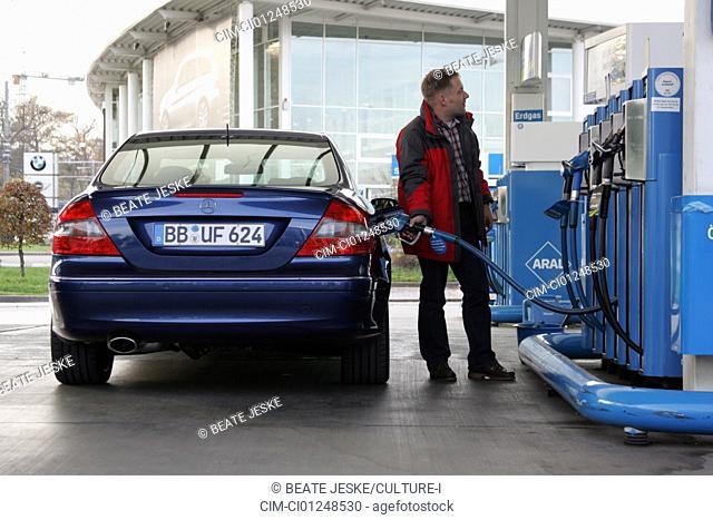 Mercedes CLK ISG Integrierter Starter-Generator, blue, model year 2005-, Miko hybrid approx., standing, upholding, rear view, City, Gas station, Refuel