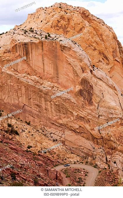 Burr Trail Road through rock formations in Grand-Escalante National Monument, Utah, USA