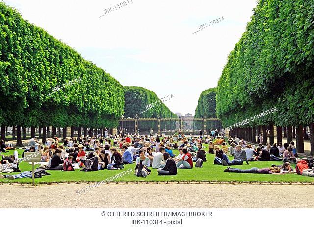 Picnic in the park, Jardin du Luxembourg, Paris, France