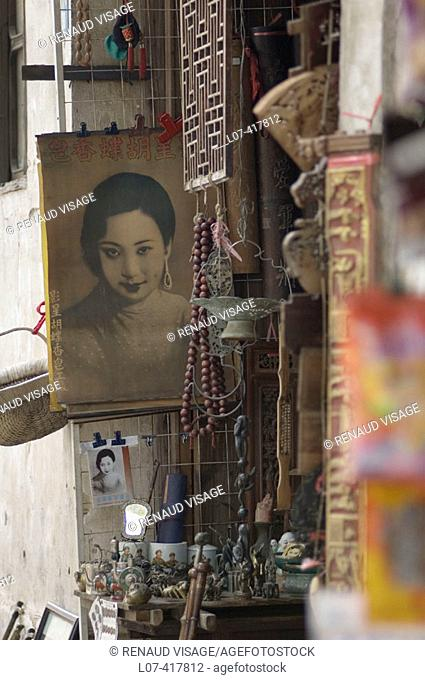 Souvenir shop. Tongli. China