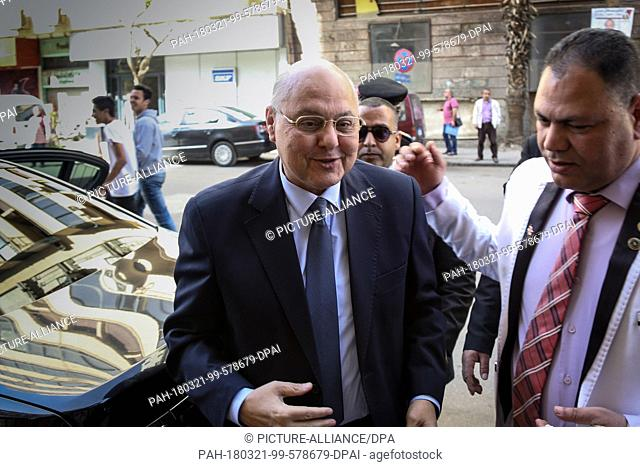dpatop - Egyptian Presidential candidate and leader of El-Ghad Party Moussa Mostafa Moussa (L) arrives to a press conference at the party's headquarters in...