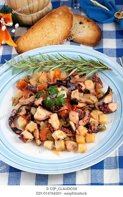 octopus with potatoes and olives to the piñata