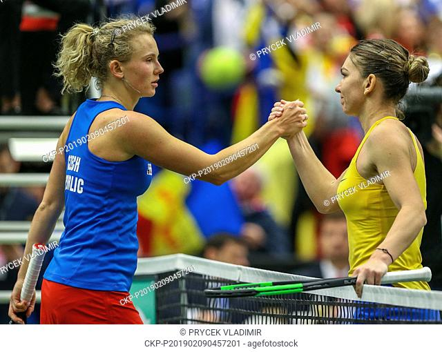 Czech tennis player Katerina Siniakova (left) was losing the Fed Cup tennis tournament's 1st round match against Romanian Simona Halep (right) in Ostrava