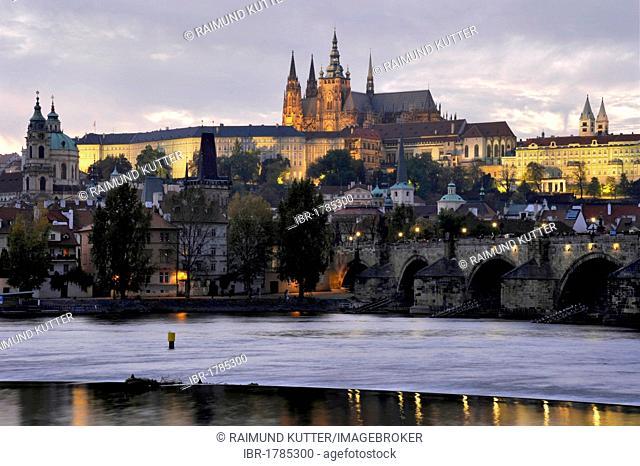 Vltava river, Charles Bridge, St. Nicholas, St. Vitus Cathedral, Prague Castle, Hradcany, Prague, Bohemia, Czech Republic, Europe